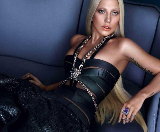 范思哲的當家女魔頭:她用自己的脆弱和不幸成就了Versace