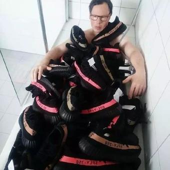 炫富我只服Yeezy球鞋,你們炫富的樣子真丑