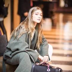 她21岁,年收入900万美金。而超高衣品更值得你学习!