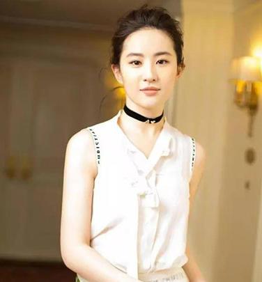 劉亦菲王子文趙麗穎紛紛撞衫,這條美翻天的裙子要這樣穿才好看!