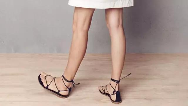夏天最想穿的涼鞋......小白鞋不要啦!