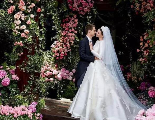 米兰达·可儿大婚,为什么她特别招富豪?