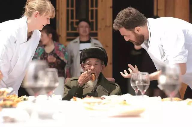這年頭還有名媛花12萬學吃西餐,五千年中國菜難道喂不飽你?