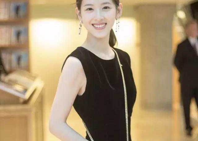 据说奶茶妹妹的最新硬照 ,刘强东都看哭了...